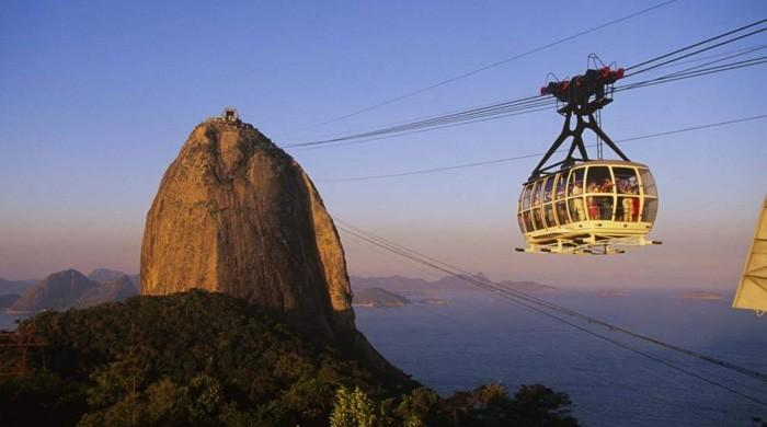 Cable car to famed Rio peak suspended after nearby shootout