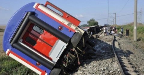 Turkey train disaster leaves 24 dead, hundreds hurt