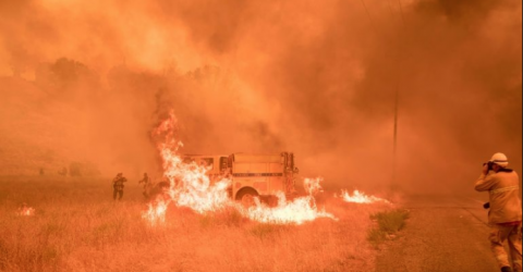 One dead as western US heat wave stunts firefighting efforts