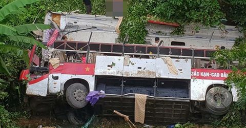 Vietnamese coach plunges off pass, killing 4, injuring 11
