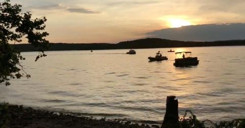 Eight dead as boat capsizes and sinks in Missouri lake