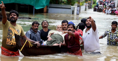 More than 320 dead in India flood crisis