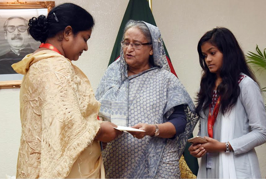 PM gives donations to 5 persons