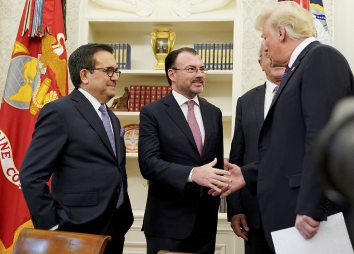 US, Mexico finalize trade pact; Canada to rejoin talks Tuesday