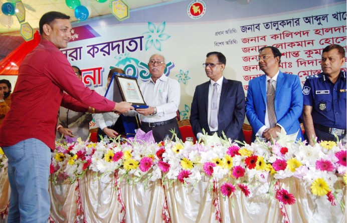 77 top taxpayers honoured in Khulna
