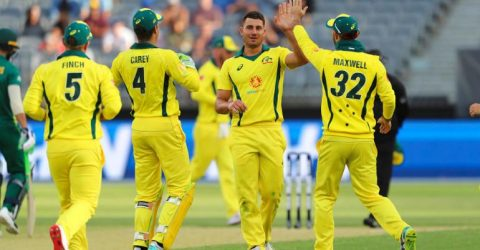 Australia beat South Africa to snap losing streak