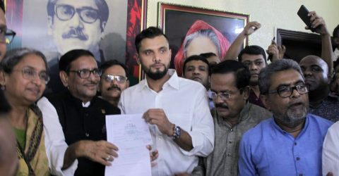 Mashrafe collects election nomination form from Awami League office