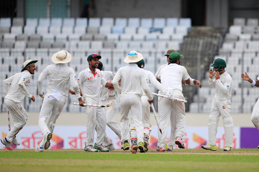 Williams recues Zimbabwe on day 1 in 1st Test