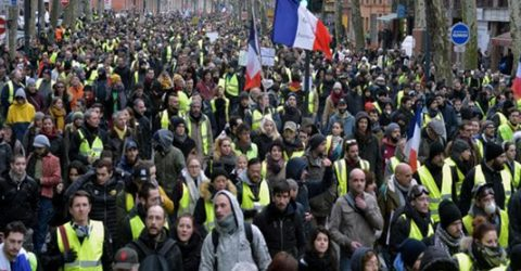Number of 'yellow vest' protesters surges but violence down