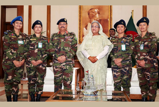 PM greets 4 promoted female lieutenant colonels