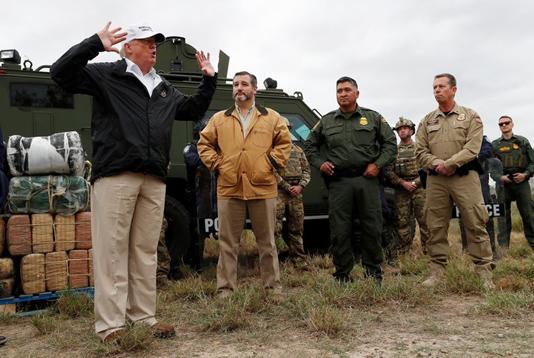 Trump pushes wall plan in US-Mexico border visit