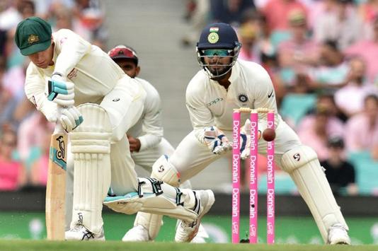 Struggling Australia throw away wickets in big run chase