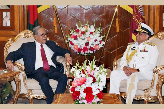 Outgoing navy chief calls on President