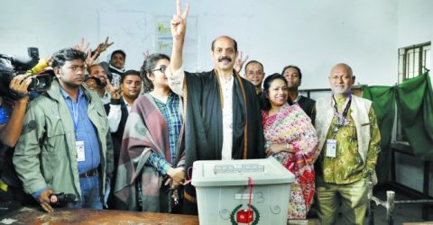 Awami League's Atiqul takes early lead