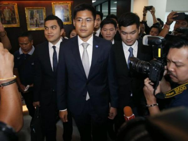 Thai court dissolves key Shinawatra-linked party