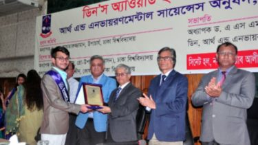 Three DU teachers and 21 students get Dean's Award