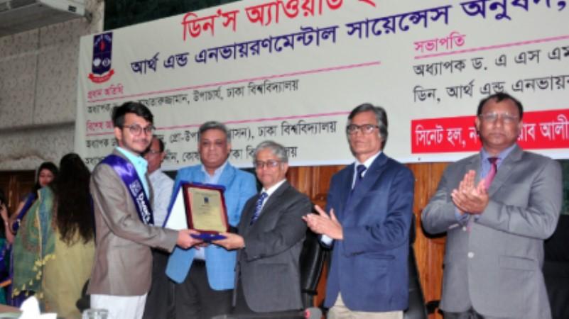 Three DU teachers and 21 students get Dean's Award