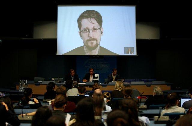 Snowden says Assange arrest 'dark moment for press freedom'
