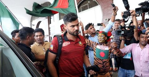 Mashrafe leaves Dhaka to join team in England