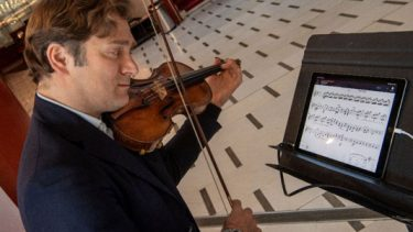 Solo, yet tutti: App puts orchestra in your living room