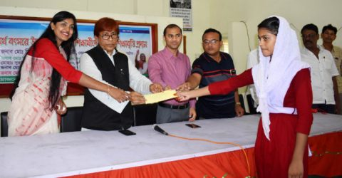 200 meritorious students get stipend in Natore