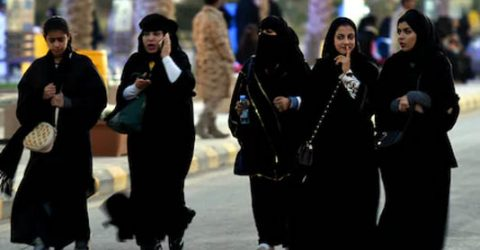 'Rebel' Saudi women shun obligatory abaya robe