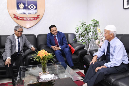 Malaysian High Commissioner calls on DU VC