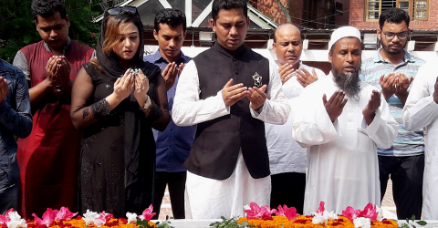 Editor of 'The Bangladesh Today' pays tribute at the grave of the Father of the Nation