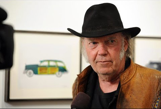 Neil Young seeking US citizenship to vote in 2020
