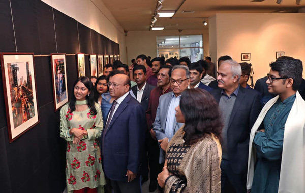Photographs tell untold story: Visitors