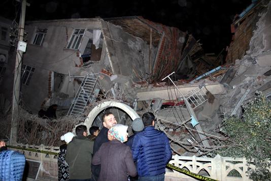 Powerful quake kills 21 in eastern Turkey