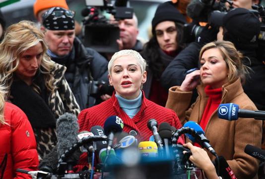 Actress Rose McGowan blasts Natalie Portman Oscars cape