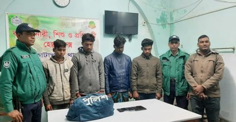 4 snatchers held with police uniforms in Rajshahi