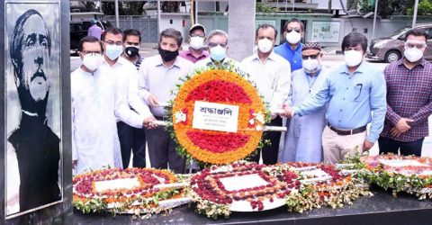New Pro VC of DU places wreath at the portrait of Bangabandhu