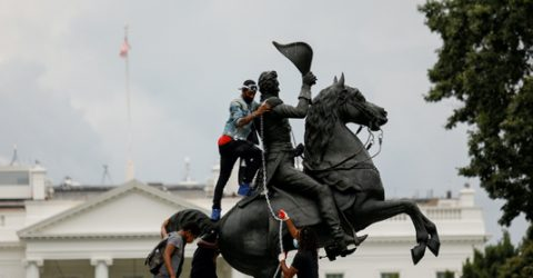 Four men charged for trying to pull down statue outside White House
