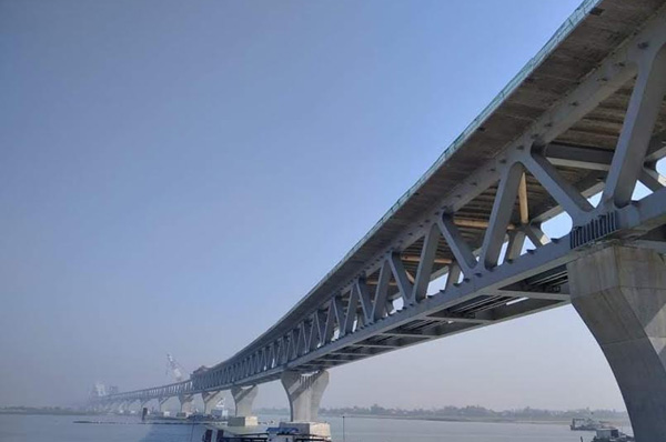 Nearly 5 kms of Padma Bridge visible after installation of 33rd span