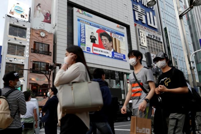 Japan urges citizens to install virus-tracking app