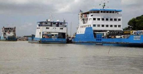 Ferry services on Shimulia-Kathalbari route remain suspended for heavy current