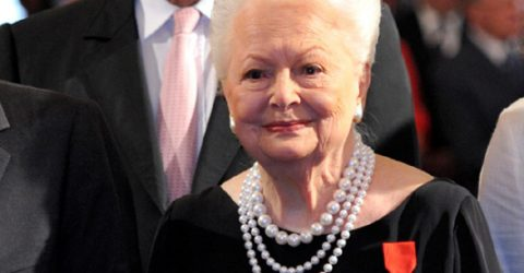 Golden Age Hollywood star Olivia de Havilland dies at 104