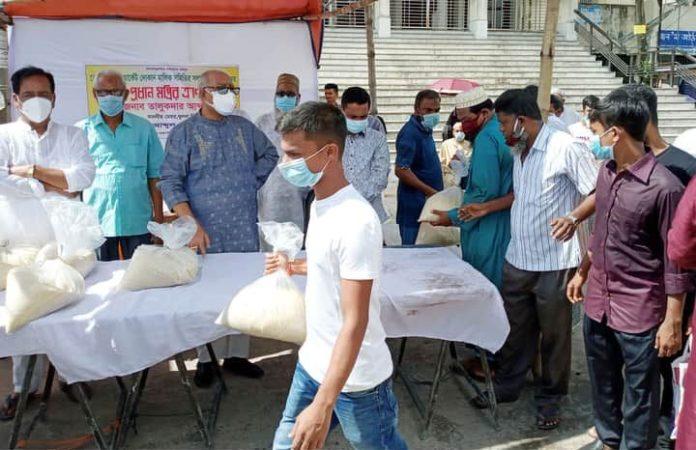 649 indigent market employees get foodstuffs in Khulna