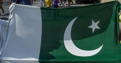 Pakistan cricket chief urges England to tour before 2022