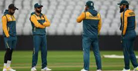 Waqar backs Pakistan captain Azhar 'to deliver' against England