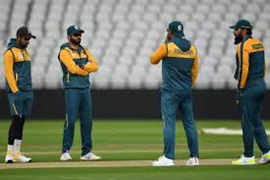 Waqar backs Pakistan captain Azhar 'to deliver' against England