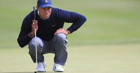 "Woods makes cut but ""struggles"" on greens at PGA Championship"