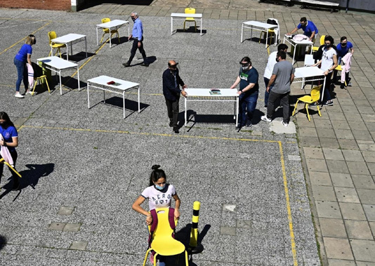 Schools in Argentine capital begin cautious reopening