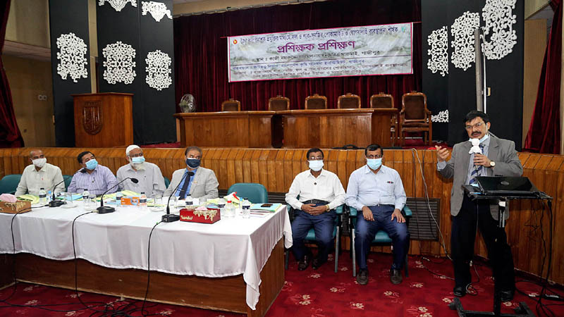 BARI Arranges Trainers' Training on Use of Bio Pesticides in Fruits & Vegetables