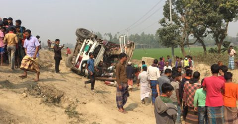 Bus-truck collision kills five in Sirajganj