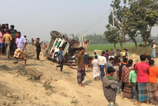 Bus-truck collision kills five in Sirajganj