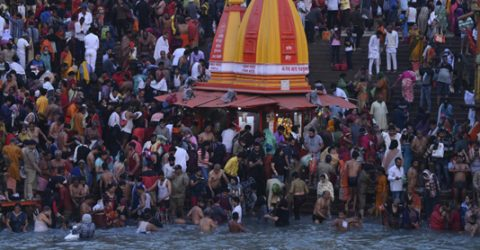 Hundreds of thousands take holy dip in India