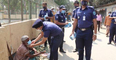 Police distribute masks in Gaibandha